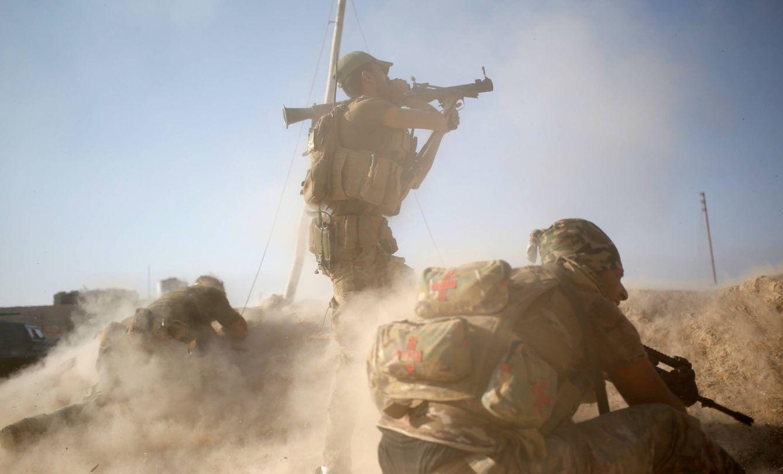 Foto: Miembros de las fuerzas especiales iraquíes combaten contra milicianos del ISIS en Al Shura, al sur de Mosul, Irak (Reuters).