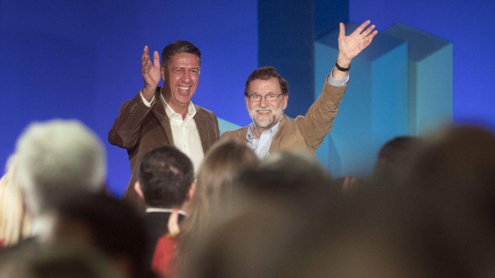 Foto: Mariano Rajoy junto al candidato del PP a la Generalitat, Xavier García Albiol. (Reuters)