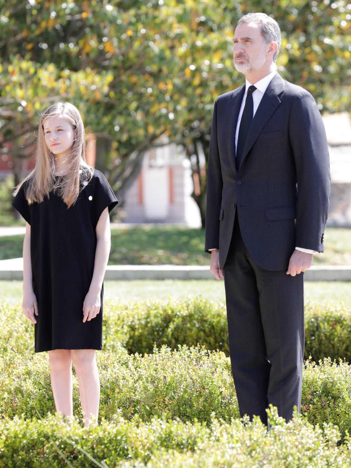 La princesa Leonor y el rey Felipe, durante el minuto de silencio. (Casa Real)