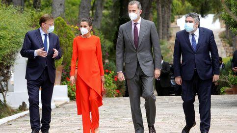 El vibrante look de la reina Letizia firmado por Zara para entregar el premio Cervantes