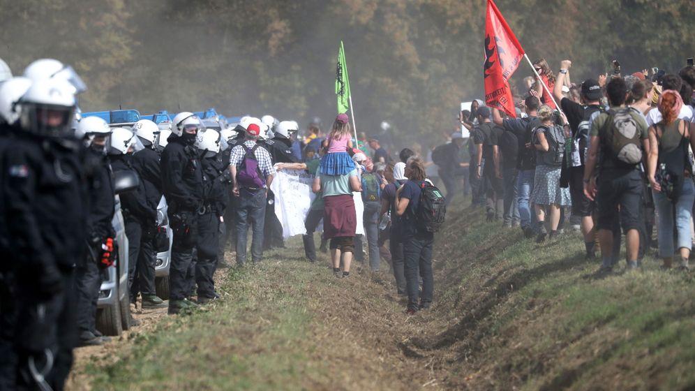Foto: Protestas de ecologistas en Hambach. (Reuters)