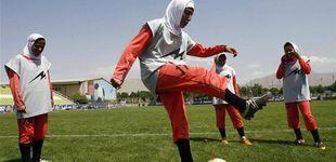 Post de La UD Almería ningunea a su equipo femenino: ¿acabará jugando con velo?