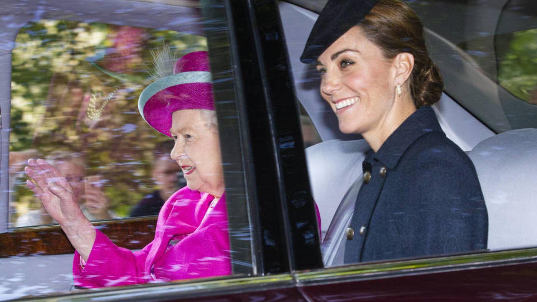 Isabel II y Kate Middleton en una imagen de archivo. (Getty)