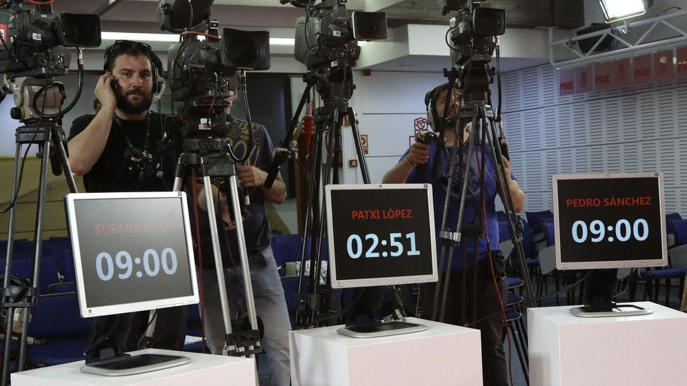 Foto: Preparativos del debate de los candidatos a las primarias del PSOE. (EFE)