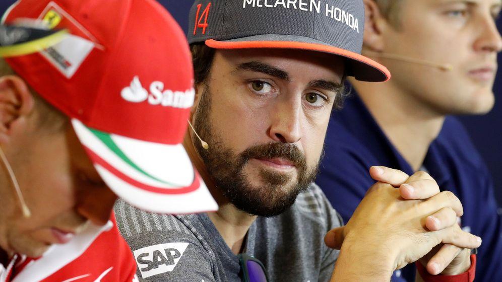 Foto: Fernando Alonso en la rueda de prensa de la FIA de este jueves. (Reuters)