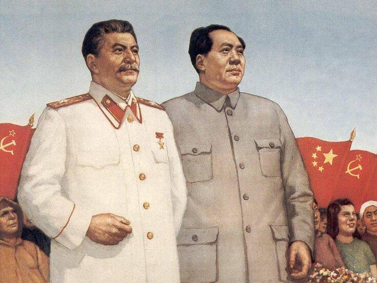 Foto: Cartel propagandístico de Stalin y Mao, aliados en los comienzos de la Guerra Fría.