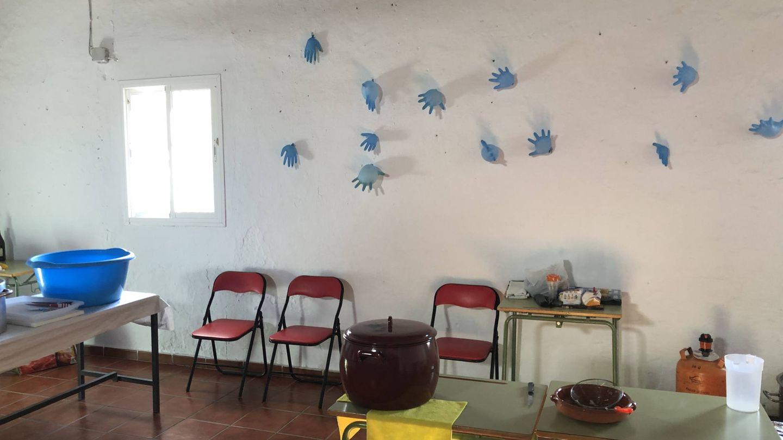 Globos hechos con guantes por cada día que ha estado Julen en el pozo. (A. R.)