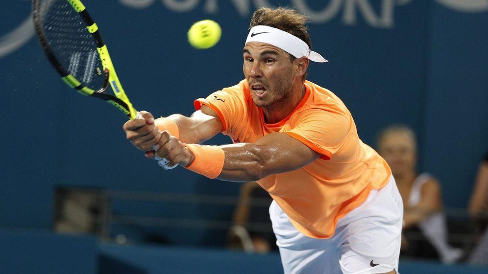Foto: Nadal responde un golpe de Zverev (ReuterS)