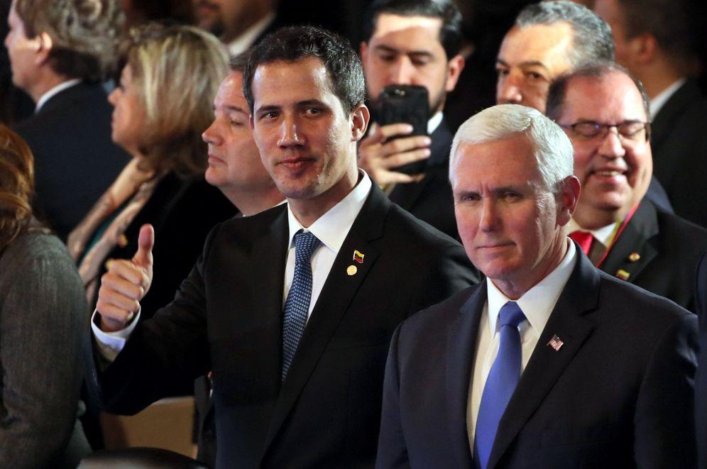 Foto: El mandatario interino de Venezuela, Juan Guaidó (i), saluda junto al vicepresidente de EEUU, Mike Pence, durante el inicio de una reunión como parte de la cumbre del Grupo de Lima. (EFE)