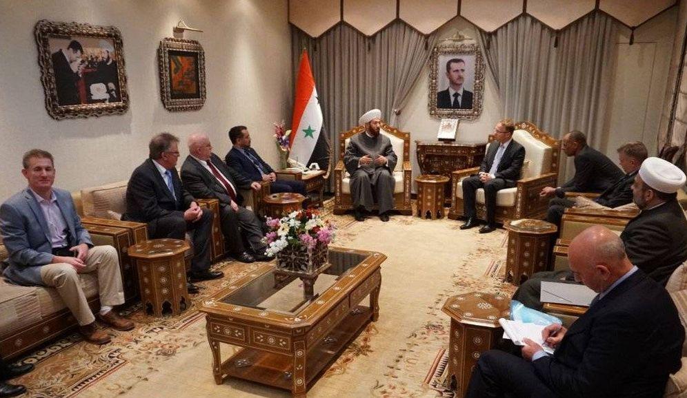 Foto: Parlamentarios de Alternativa para Alemania durante su reunión con el gran muftí suní de Damasco (Fuente: Twitter de Frank Pasemann)