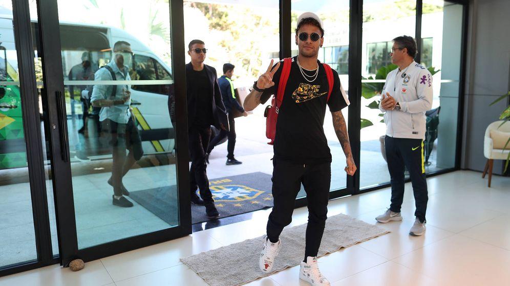 Foto: Neymar llegando a Granja Comary este lunes. (Lucas Figueiredo / CBF)