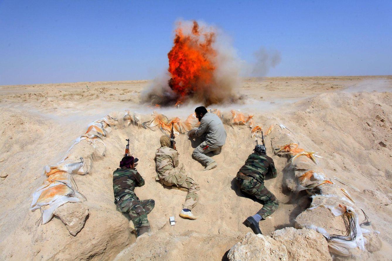 Foto: Milicianos chiíes reclutados para combatir al ISIS durante un entrenamiento en la provincia de Nayaf (Reuters)