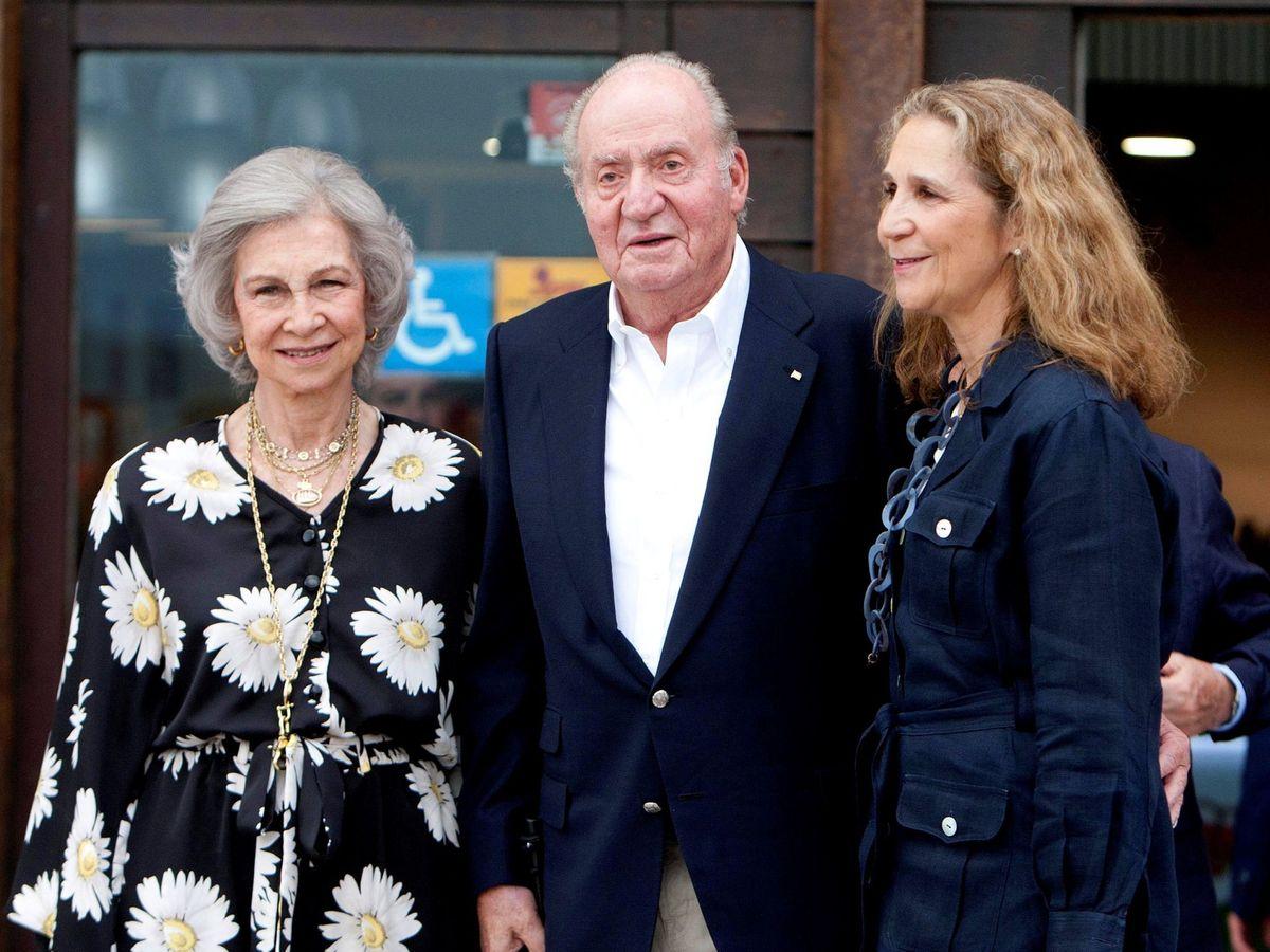 Foto: La infanta Elena con sus padres. (EFE)