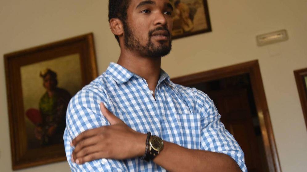 Foto: El actor Will Shephard, en la antesala del despacho de la Alcaldía de Málaga. (A. Rivera)