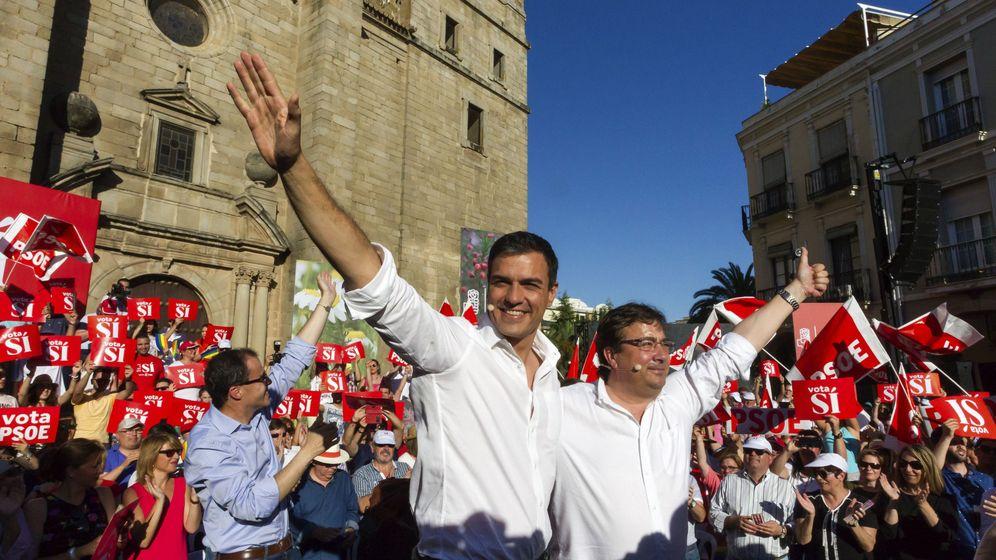 Foto: El líder del PSOE, Pedro Sánchez, junto al presidente extremeño, Guillermo Fernández Vara. (Efe)