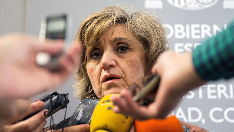 María Luisa Carcedo, atiende a los medios tras reunirse con sociedades científicas y de pacientes (EFE)