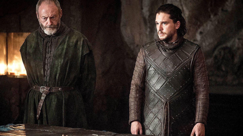 Imagen del quinto capítulo de la séptima temporada con Jon Nieve y Ser Davos en Rocadragón