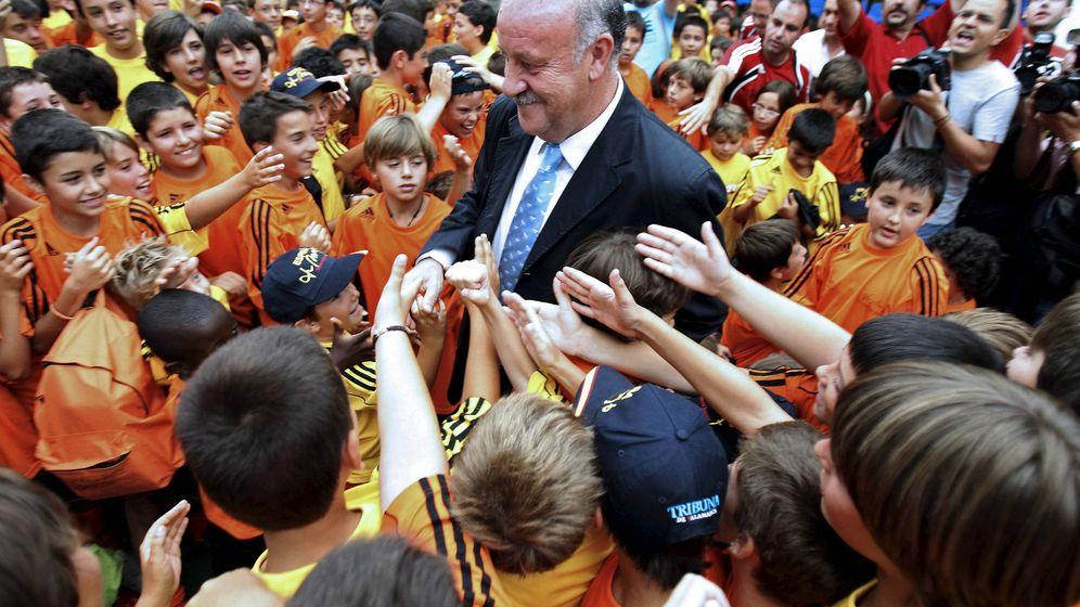 Foto: Vicente del Bosque, durante un homenaje que recibió en su Salamanca natal. (EFE)