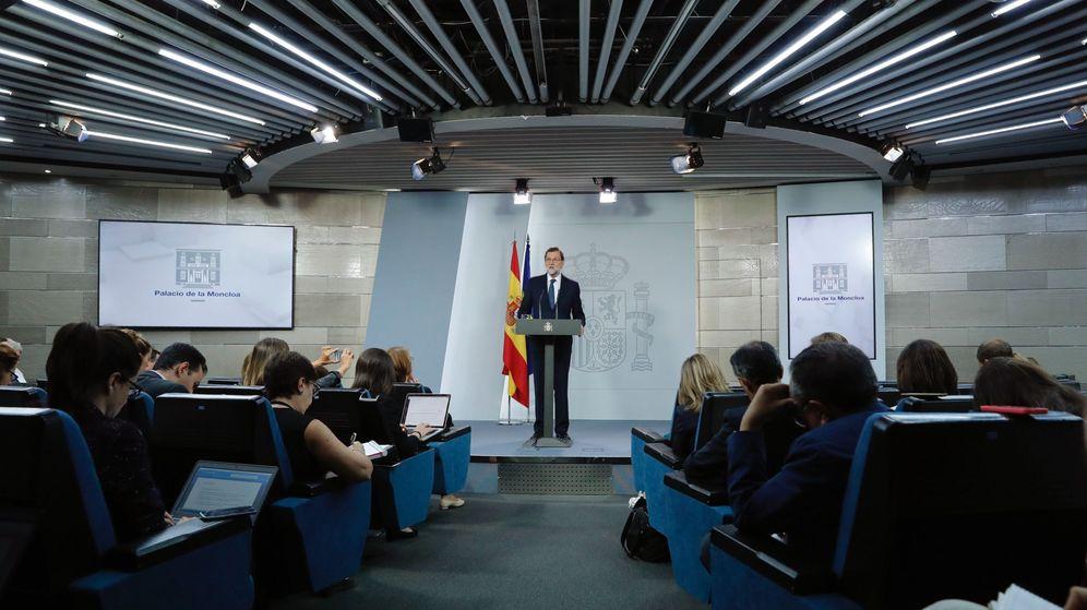 Foto: Rajoy, anunciando la puesta en marcha del requerimiento a Puigdemont. (EFE)