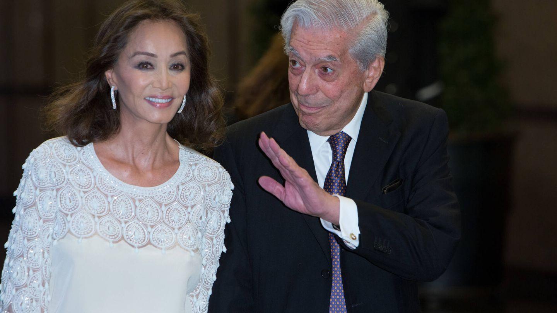 Isabel Preysler y Vargas Llosa, en la fiesta por el 80 cumpleaños del escritor. (Getty)