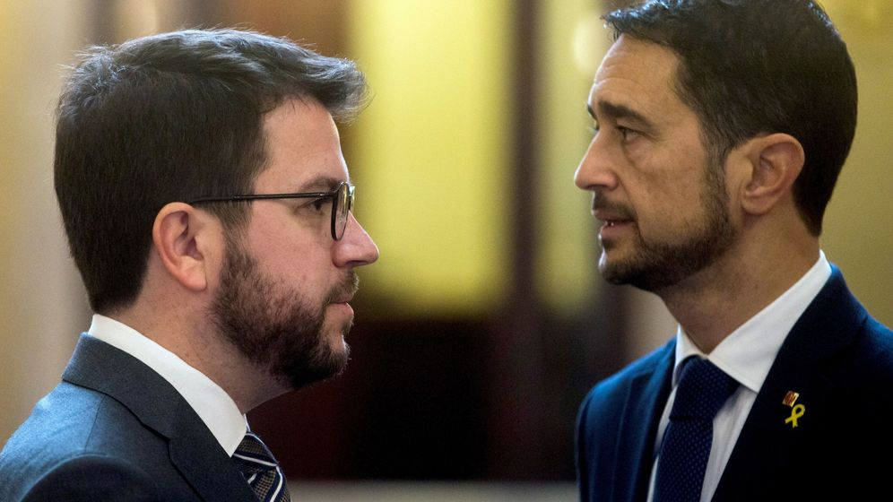 Foto: El vicepresidente del Govern y 'conseller' de Economía, Pere Aragonès (i), junto al 'conseller' de Territorio de la Generalitat, Damià Calvet. (EFE)