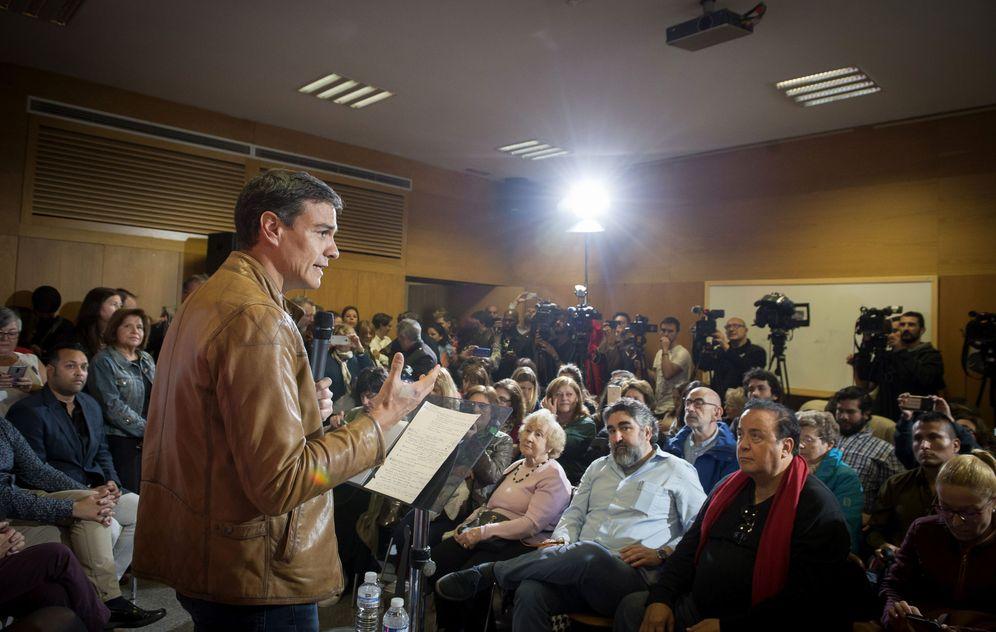 Foto: Pedro Sánchez, durante su rueda de prensa de este 12 de mayo en el Casino de la Reina de Madrid, en una sala repleta de militantes. (EFE)