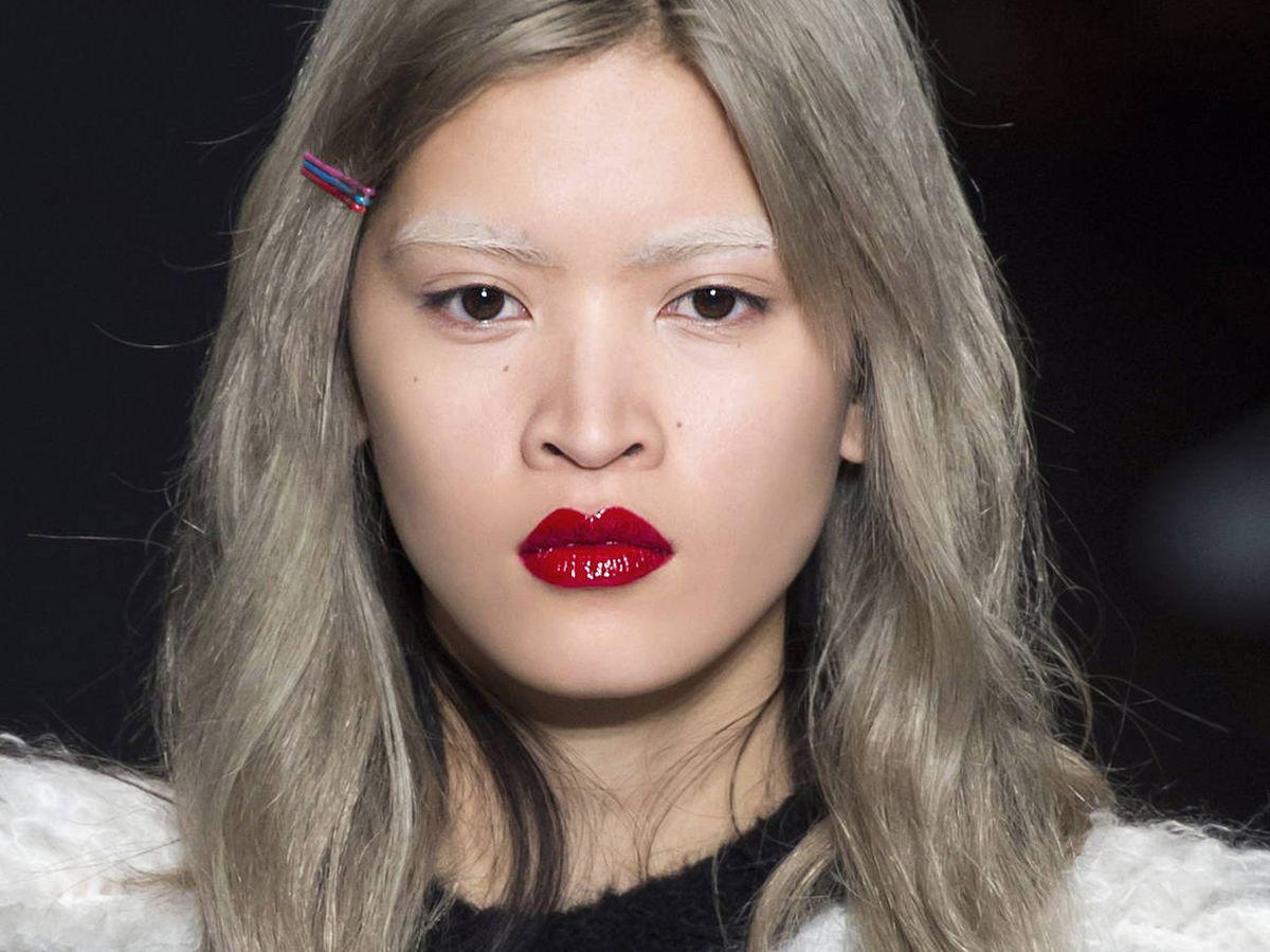 Foto: El grey blending se ha convertido en el cabello canoso o gris de moda. (Imaxtree)