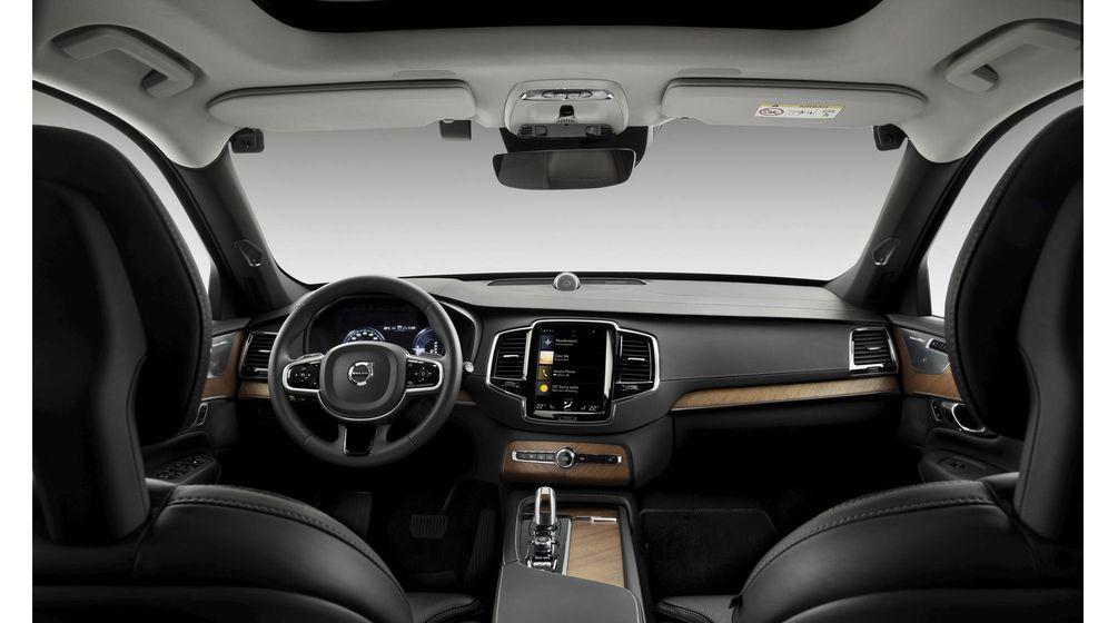 Foto: El cuadro de mandos de un Volvo, con todos sus sistemas de seguridad integrados.