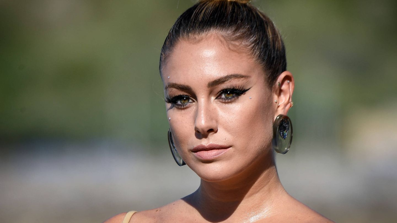 Blanca Suárez, en el Festival de Cine de Málaga de 2019 con maquillaje de aplicaciones. (Getty)