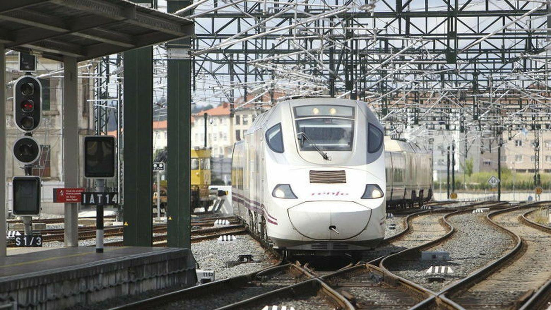 Llegada del primer tren alvia a la estación de santiago de compostela tras el accidente