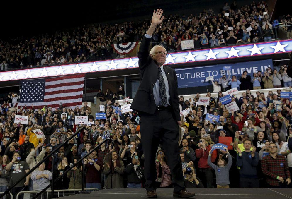 Foto: El candidato a la nominación demócrata Bernie Sanders en un mitin de campaña en Ypsilanti, Michigan (Reuters).