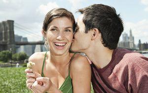 Quiénes tienen más éxito en el amor y quiénes menos, según su voz