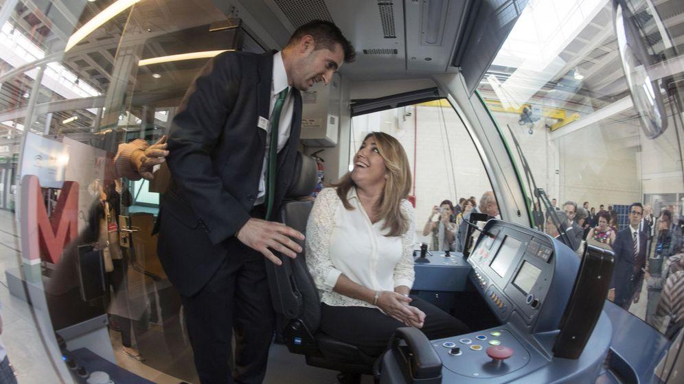 Foto: La presidenta de la Junta de Andalucía, Susana Díaz, en la visita a las instalaciones de Metro Granada, el pasado jueves (Efe).