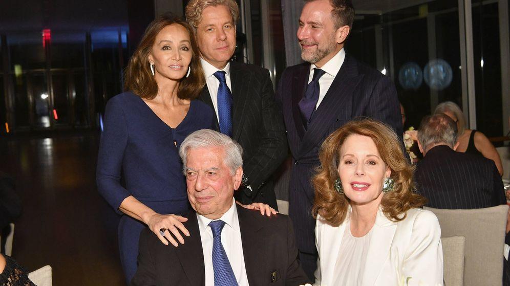 Foto: Isabel Preysler, Michael Smith, Mario Vargas Llosa, James Costos y Maria Hummer. (Getty)