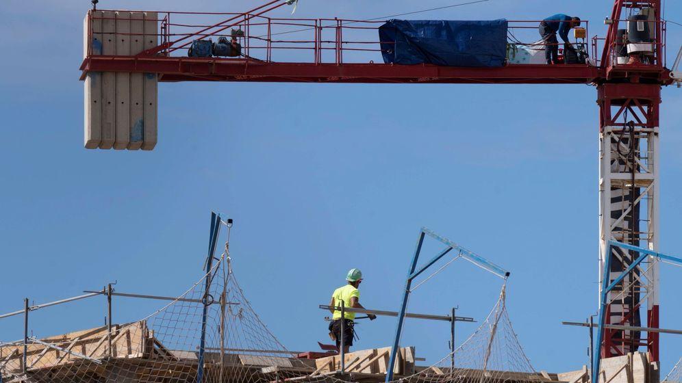 Foto: De Barcelona a Madrid: el covid-19 frena la construcción de casas en toda España. (EFE)