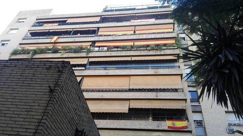 Estamos desbordados: la bandera española se agota en Madrid y puebla los balcones