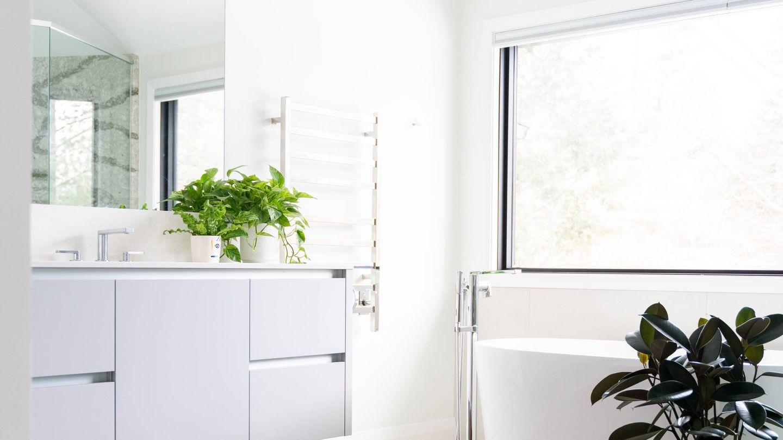 Trucos deco para que tu baño se vea más amplio. (Ryan Christodoulou para Unsplash)