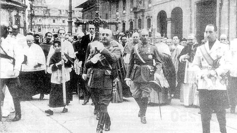 Del robo del siglo a la chapuza colosal: así se cargó Franco la cruz de Don Pelayo