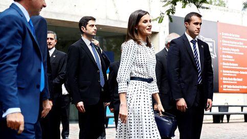 Los dos clones (aún más low cost) del vestido bicolor de Letizia están en Zara
