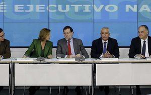 Rajoy ordena a sus mandos que tomen los medios y salgan a la calle a defender su política