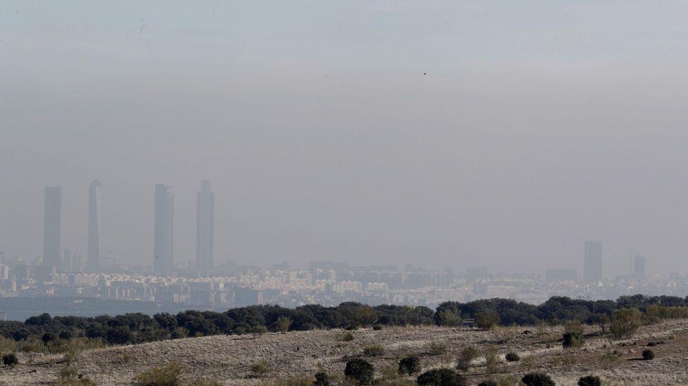 Foto: Vista general de la contaminación en Madrid caoital. (EFE)