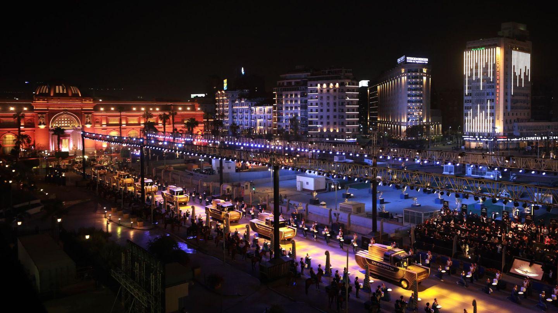 Vista general del 'Desfile Dorado' en El Cairo, Egipto. (EFE)