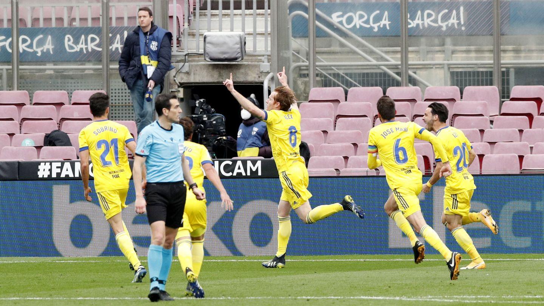 Álex Fernández celebra el gol del empate. (Reuters)