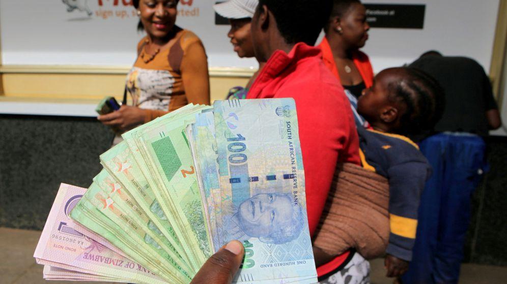 Foto: El hombre ofreció 1 millón de rands a su hijo, pero luego lo negó y la justicia le dio la razón (Reuters/Philimon Bulawayo)