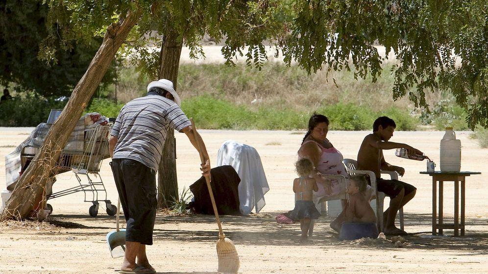 Foto: Imagen de una familia del Polígono Sur.