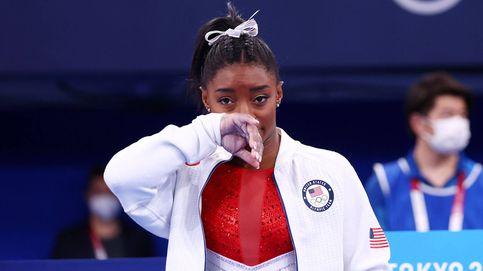 Simone Biles se retira tras un error y sirve el oro en bandeja a las gimnastas rusas