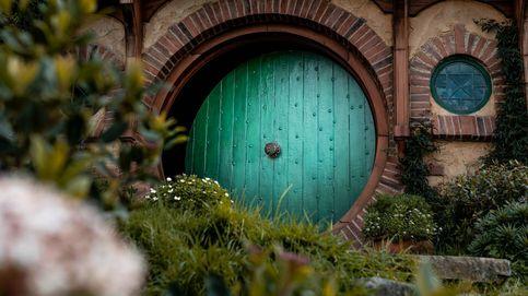 El matrimonio que vive como 'hobbits' y fue al Vesubio para lanzar el 'anillo único'