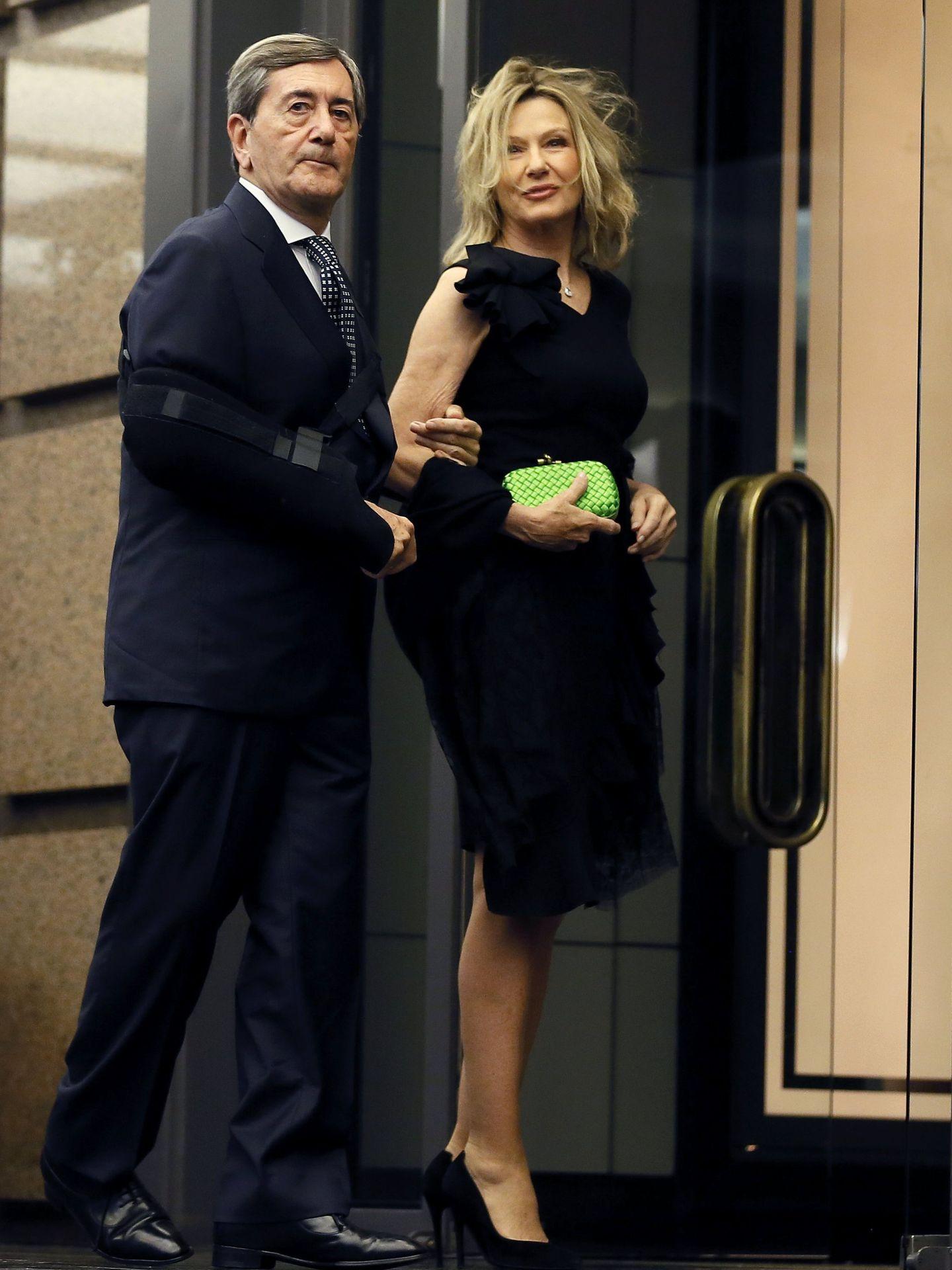 Alfonso Cortina y Miriam Lapique, a su llegada a la cena. (EFE)
