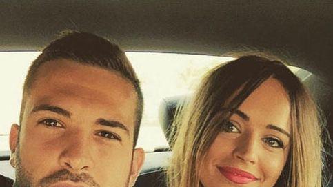 Jordi Alba se va de viaje romántico con Romarey Ventura ¡y con sus padres!
