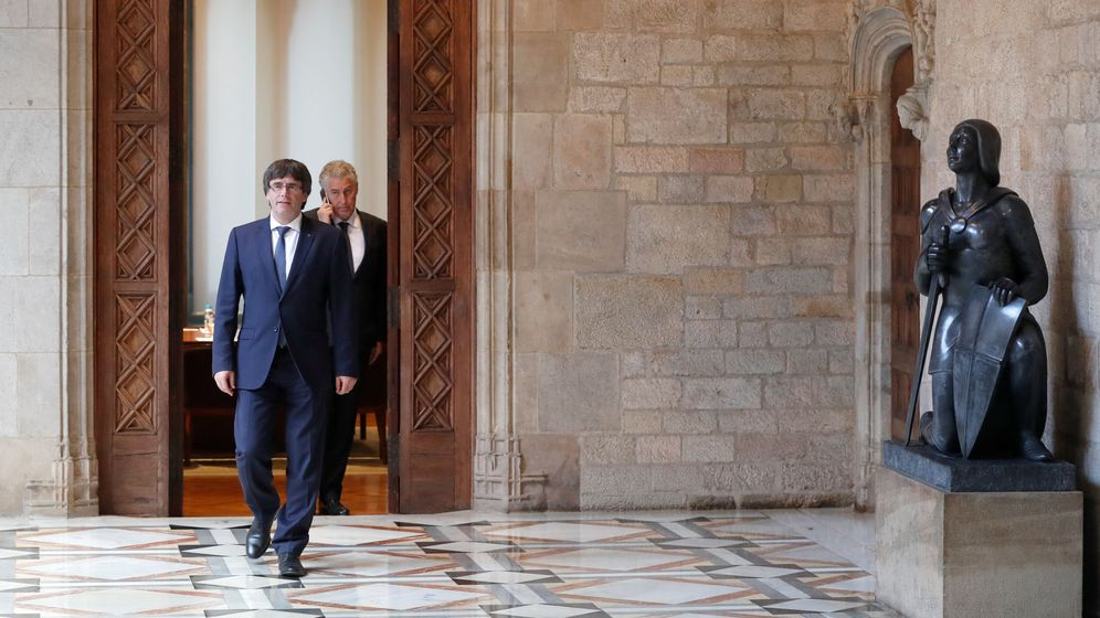 Foto: El presidente de la Generalitat, Carles Puigdemont, en el Palau. (Reuters)